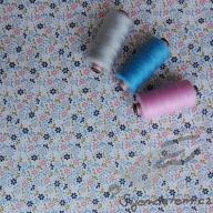 Košilový manšestr design drobné kytičky bílá - po 1/2 metrech