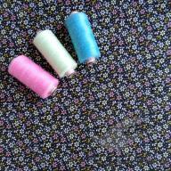 Košilový manšestr design drobné kytičky na černé - po 1/2 metrech
